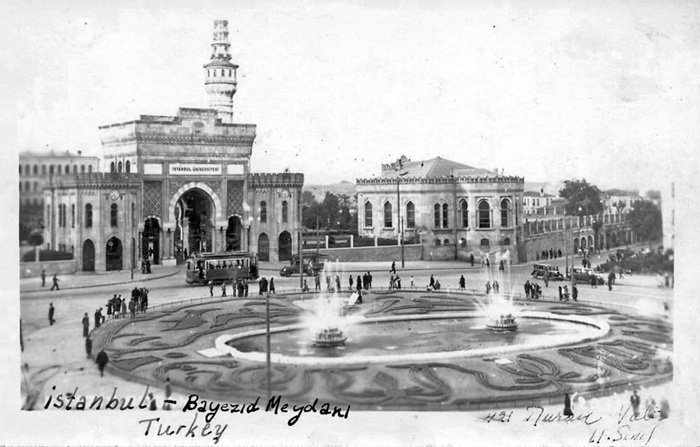 Beyazıt Meydanı Havuz ve Tramvay - Kartpostal