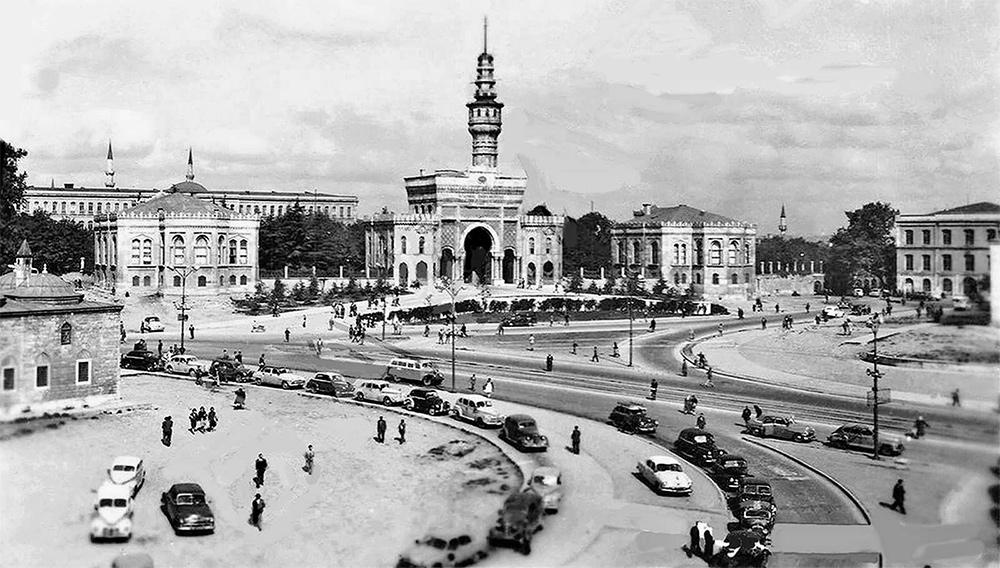 İstanbul Üniversitei Kapısı 1960'lı Yıllar
