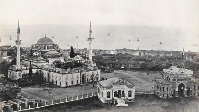 İstanbul Üniversitesi Kapısı Eski Resimler 2