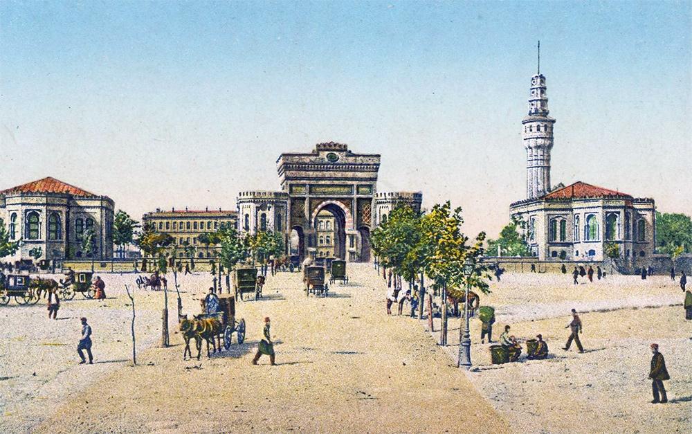 İstanbul Üniversitei Kapısı - 1913